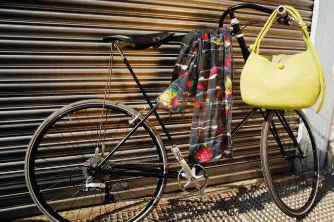 Schal / Tasche an Fahrrad